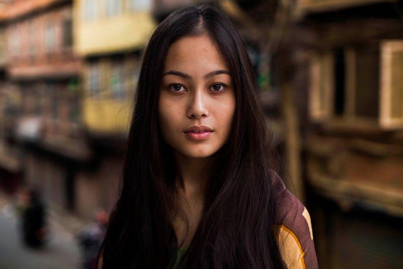 """Молодая жительница непальского Катманду из фотопроекта Михаэлы Норок """"Атлас красоты"""""""