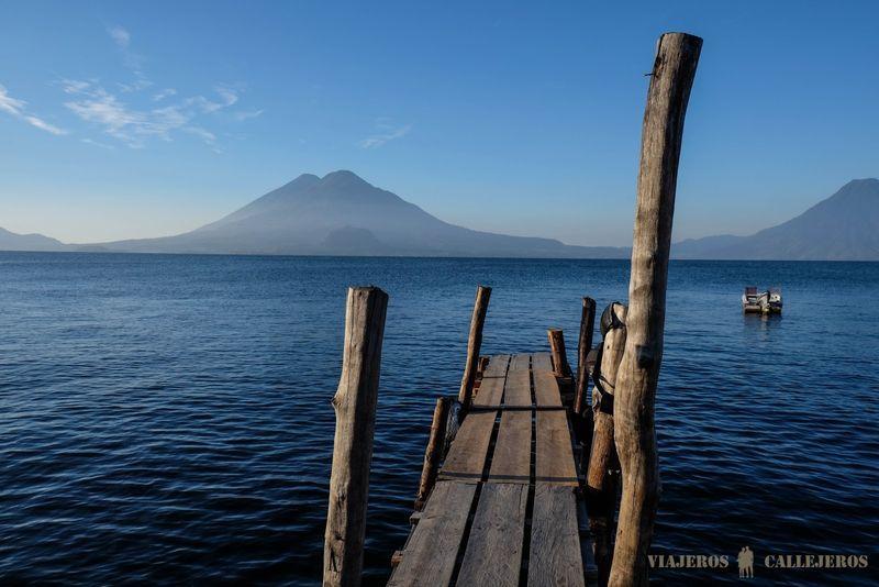 foto del lago atitlán en guatemala de viajeros callejeros