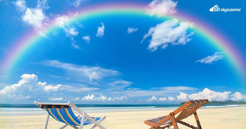 เก้าอี้ริมหาดทรายที่เกาะพยาม ระนอง