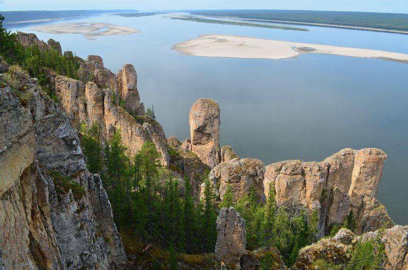 вид на Ленские столбы и реку Лена