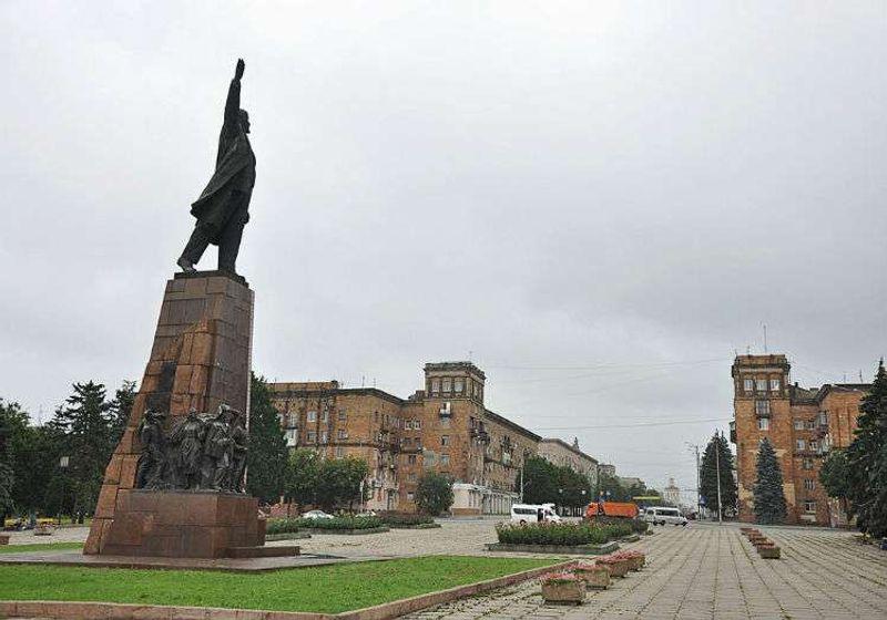 Uğramanız gereken noktalardan biri de kesinlikle Lenin Bulvarı.