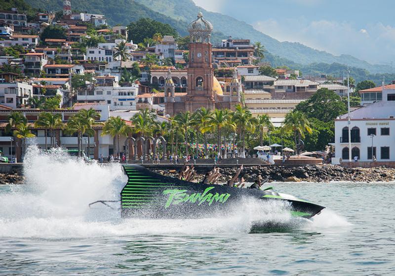 vuelos baratos a puerto vallarta, vuelos a puerto vallarta, a que playa ir en mexico, puerto vallarta atracciones, imperdibles de puerto vallarta, jetboat tsunami