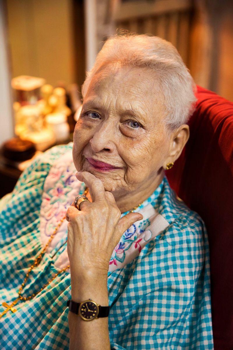 """100-летняя женщина из индийского Мумбая из фотопроекта Михаэлы Норок """"Атлас красоты"""""""