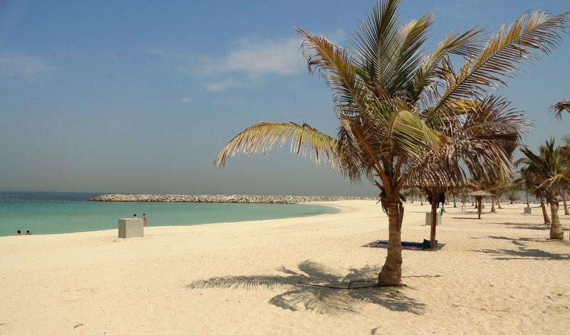 Платный пляж Al Mamzar Beach в Дубае