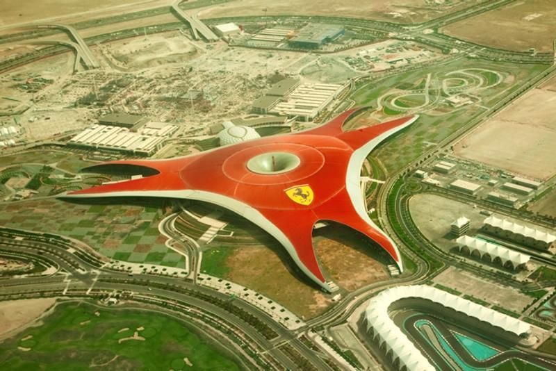 """Парк """"Мир Феррари"""" в Абу-Даби, ОАЭ"""
