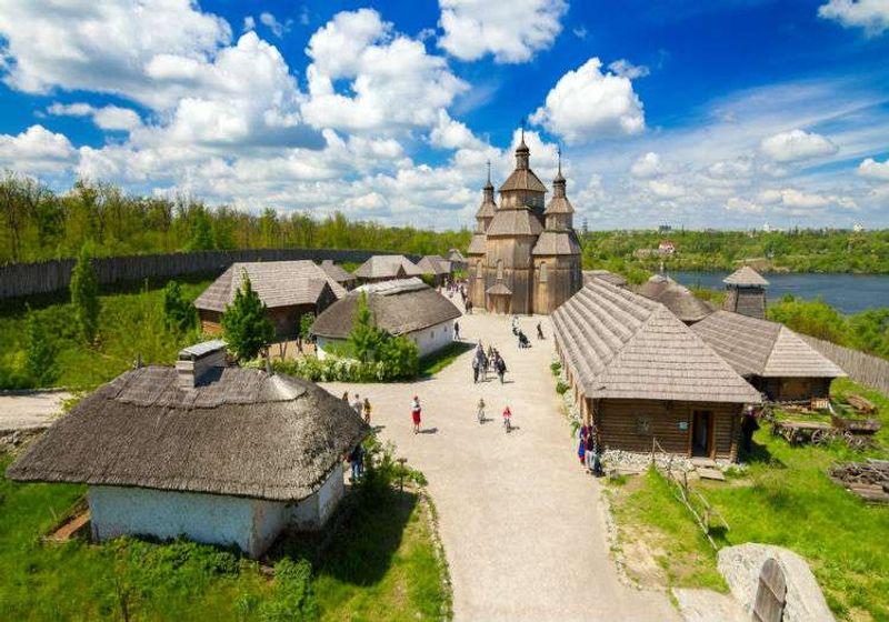 Kortitsa Ulusal Park'ında bulunan Zaporojya Kazakları Müzesi bölgenin tarihinde önemli.