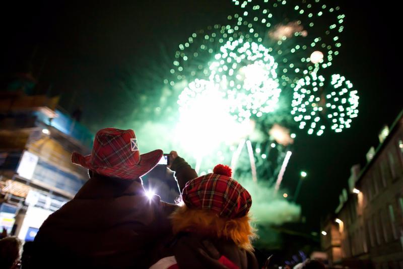 fuegos artificiales en fin de año en edimburgo