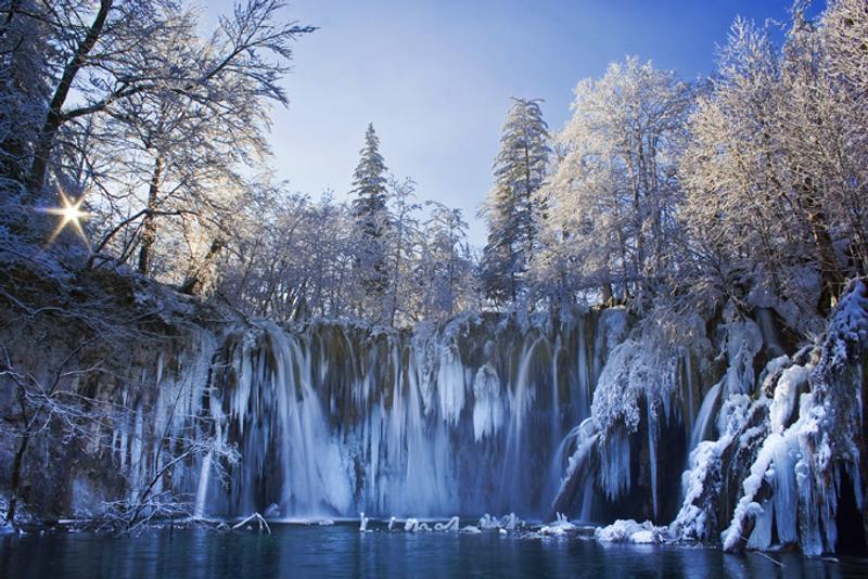 Замерзший водопад на Плитвицких озерах, Хорватия