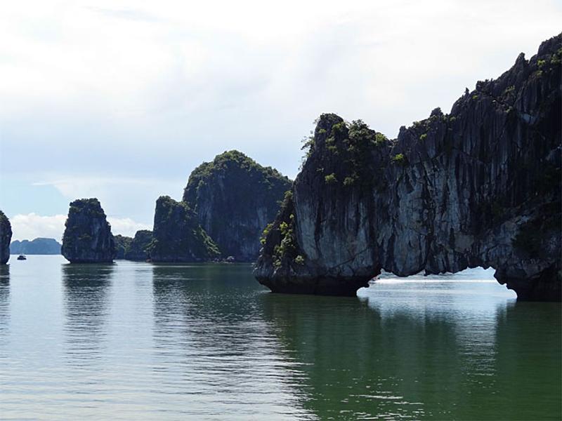 Vịnh Hạ Long, Việt Nam © Catherine McGloin