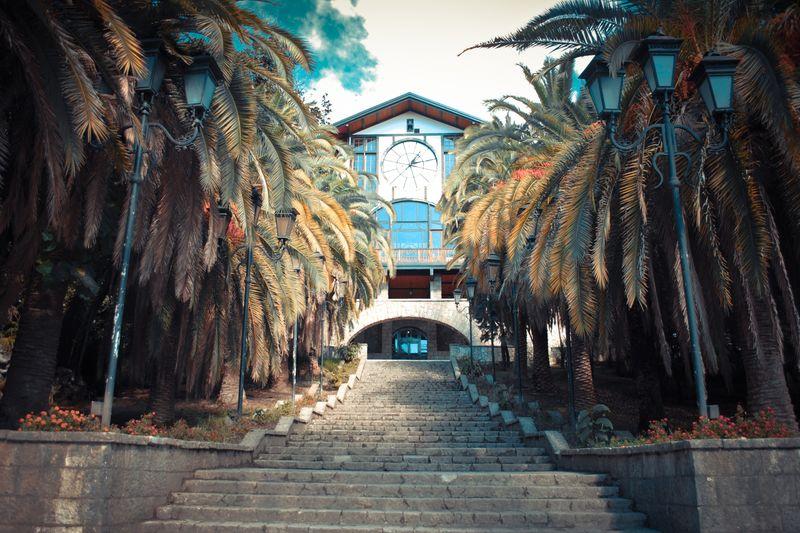 Абхазский ресторан «Гагрипш» со знаменитыми часами