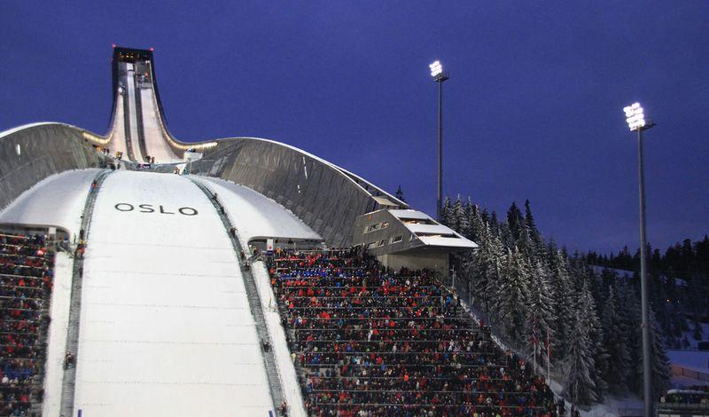 115-метровый лыжный трамплин в центре культуры и отдыха Хольменколлен в Осло