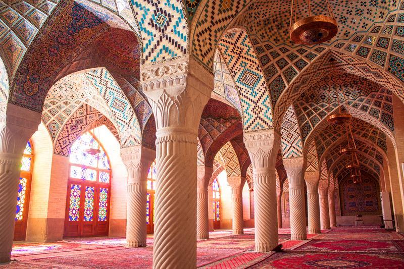 """Убранство """"Розовой мечети"""" Насир аль-Мульк в иранском городе Шираз"""