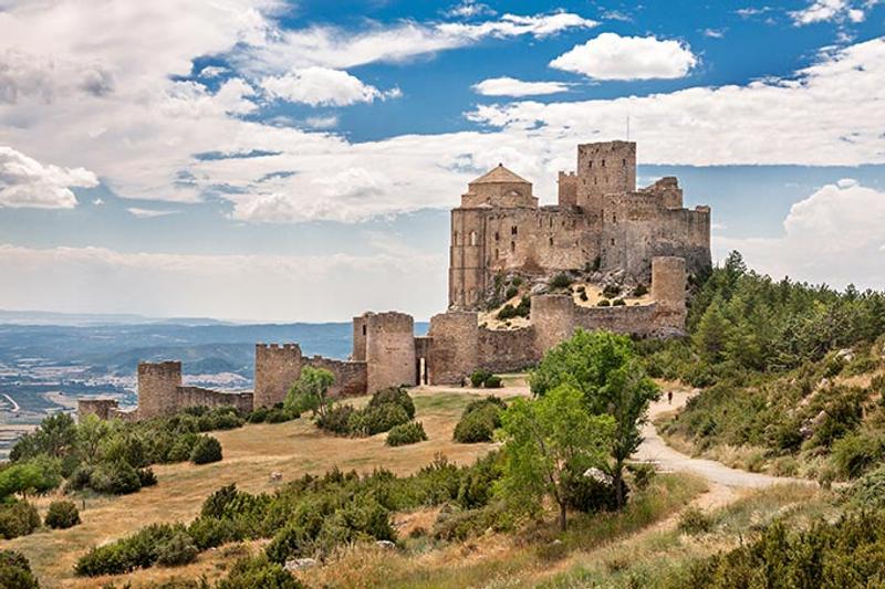 Castillos y Fortalezas de España Loarre-castle-in-huesca-aragon-spain