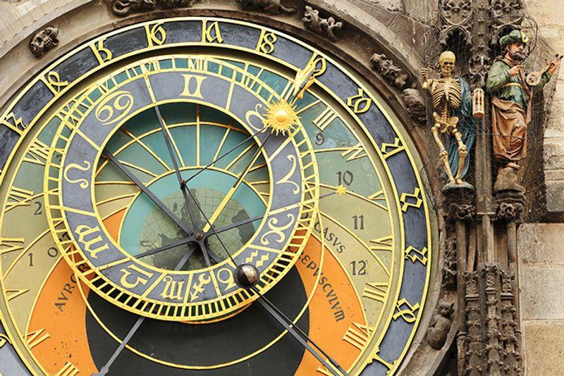 Достопримечательности Праги: астрономические часы, Староместская площадь.