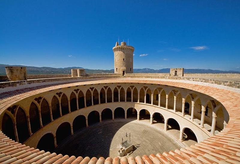Castillos y Fortalezas de España Bellver-castle-in-mallorca-balearic-islands-spain