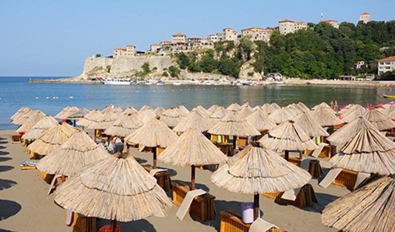 Вид на Ульцинь с пляжа, Черногория