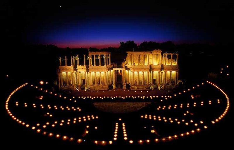 Teatro romano de mérida por la noche Extremadura © Turismo de Extremadura