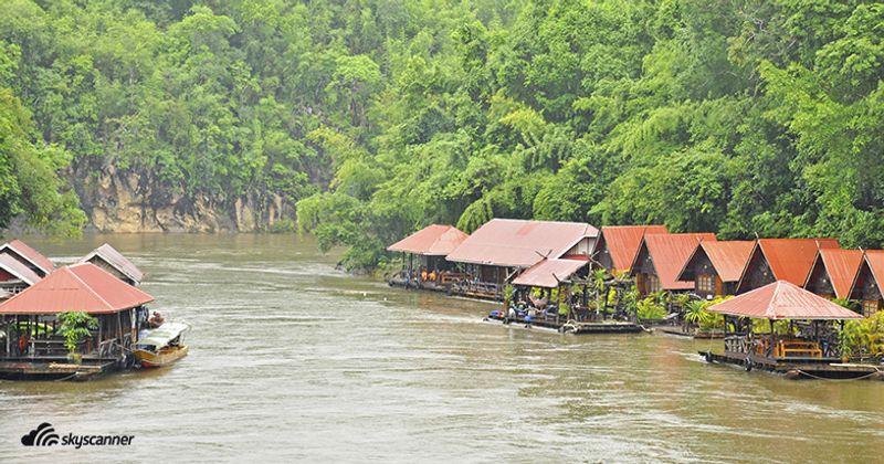 บ้านแพริมน้ำที่แม่น้ำแควใหญ่ อำเภอไทรโยค กาญจนบุรี