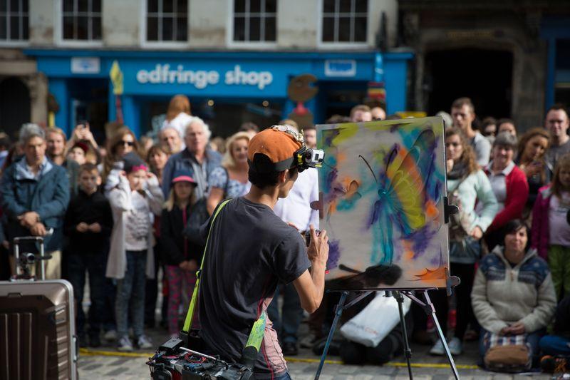 Artist outside the Fringe shop on the Royal Mile