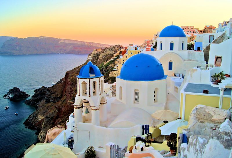 A Complete Guide To Beautiful Greek Islands - 10 things to see and do on your trip to santorini greece