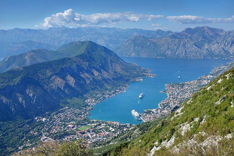Панорама Которского залива в Черногории
