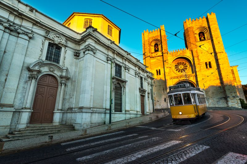 Must-See in Lisbon: Cathedral and the Tram 28