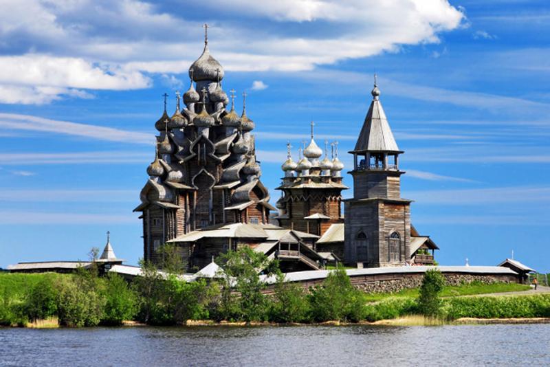 Деревянная церковь в Кижах, Россия