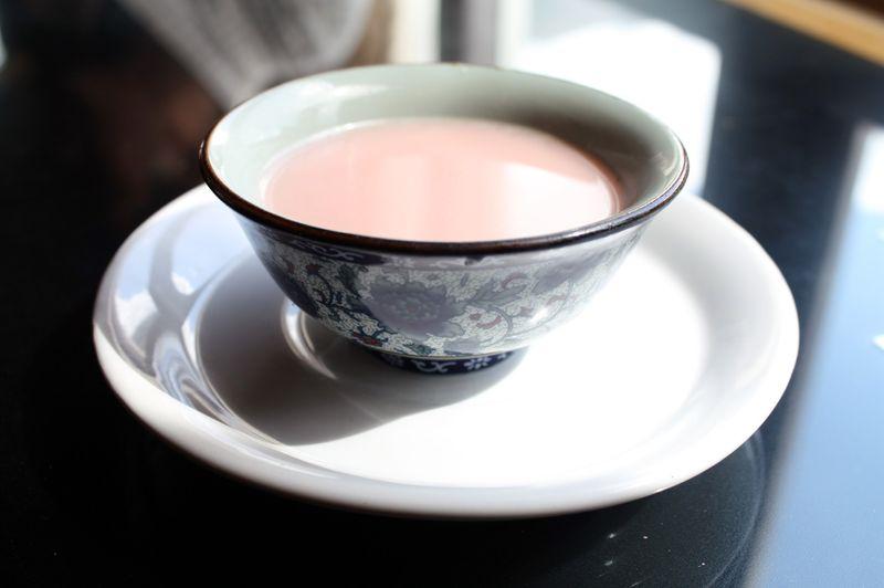 Соленый чай с молоком и маслом