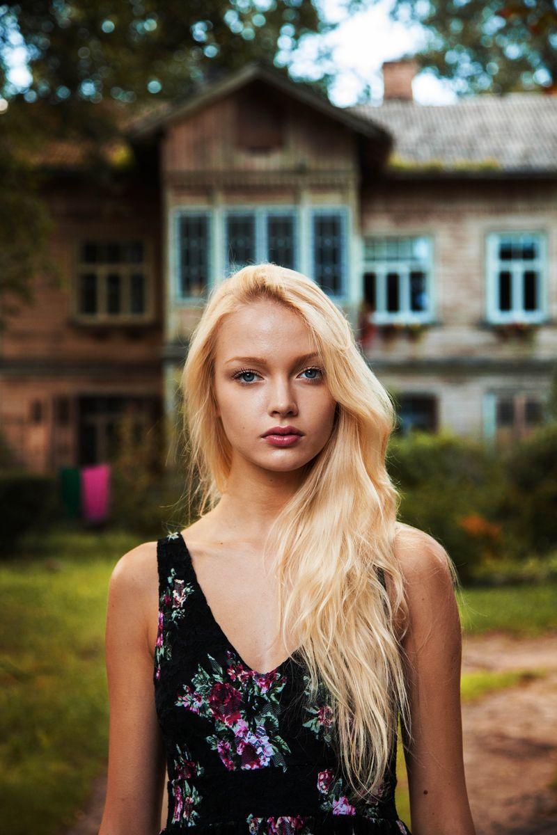 "Латвийская девушка из фотопроекта Михаэлы Норок ""Атлас красоты"""