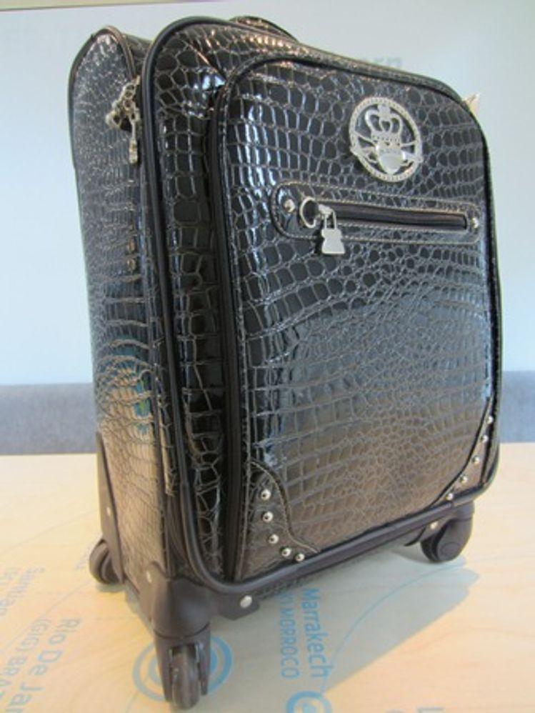 la maleta con ruedas de kathy van zeeland para viajeras con clase