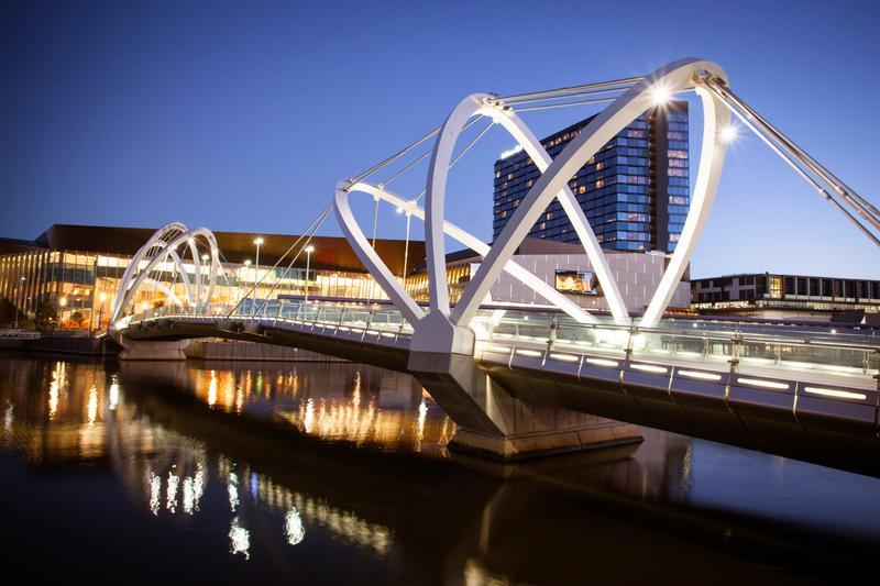 Melbourne lộng lẫy về đêm