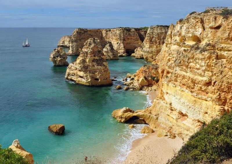 Praia da Marinha is fantastic for snorkelling © Klugschnacker