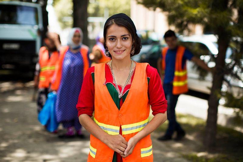 """Красивая девушка, которая работает уборщицей в Душанбе, Таджикистан, из фотопроекта Михаэлы Норок """"Атлас красоты"""""""