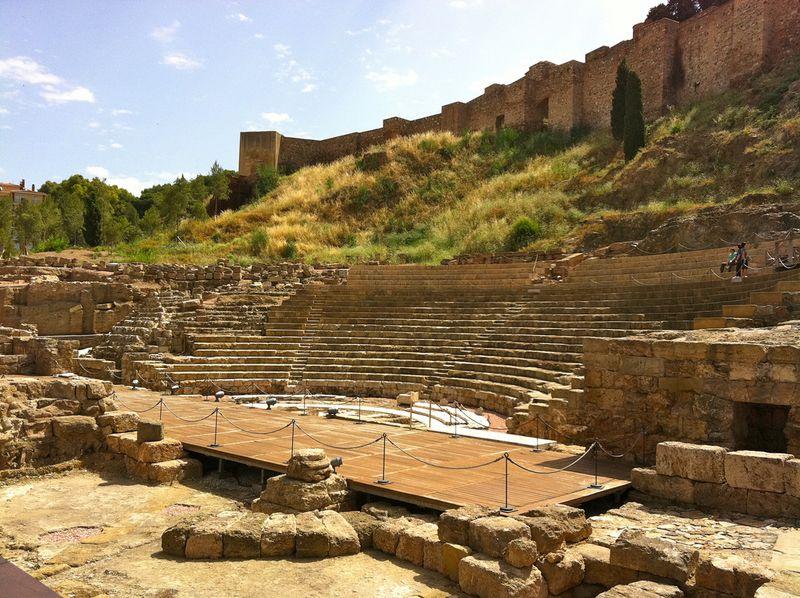 Ступеньки восстановленного Римского театра в Малаге