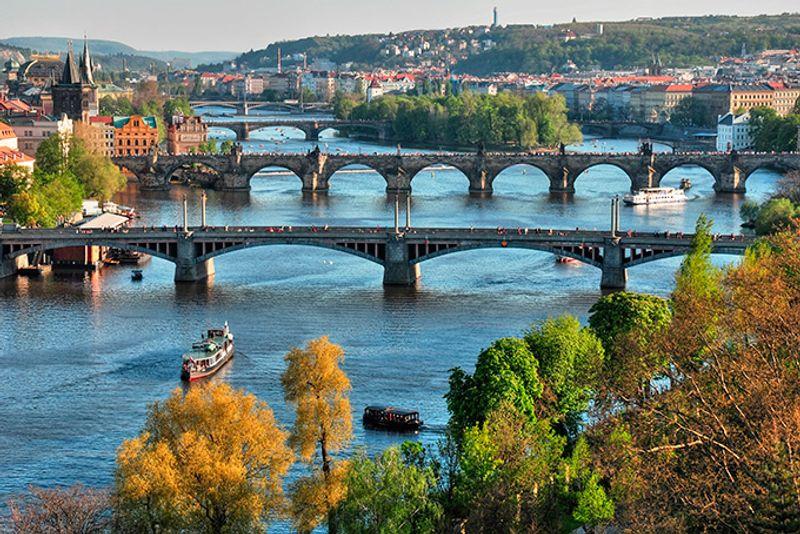 Мосты через Влтаву в весенней Праге
