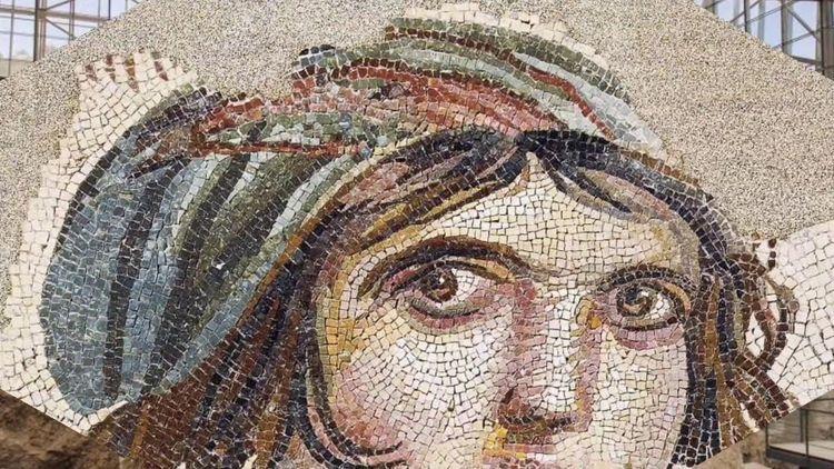 1992 yılında ortaya çıkarılmasından bu yana Zeugma'nın sembolüne dönüşmüş bir mozaik.