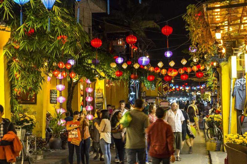 Улицы Хойана вечером