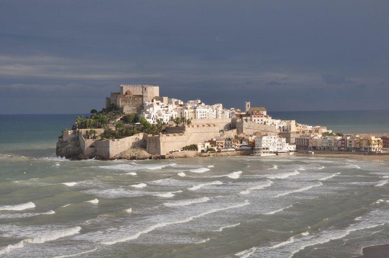 Peñíscola rodeada de mar en Castellón