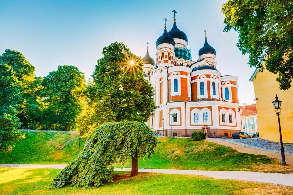 Katedral, soğanı andıran kubbeleriyle şehrin simge yapılarından biri talinn