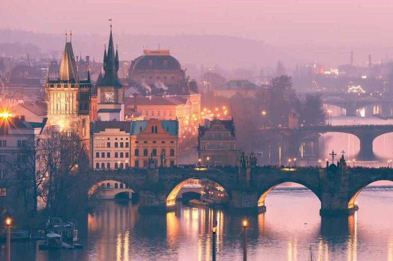 Старый город и река Влтава на закате, Прага, Чехия
