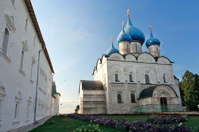 Собор в Суздале, Россия