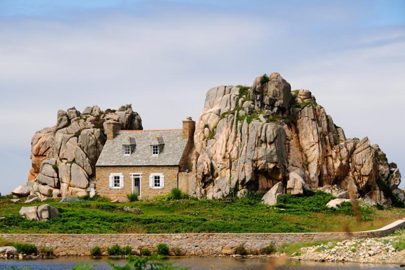 Дом между скалами в Бретани, Франция