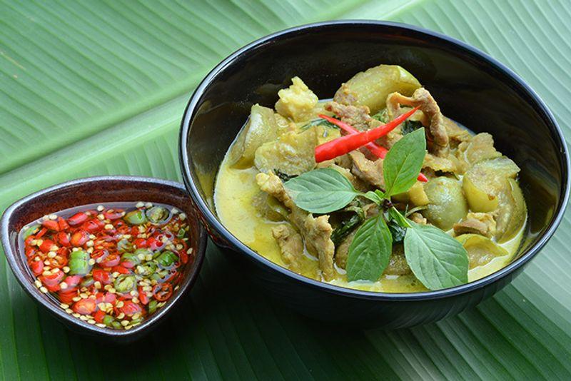 """Зеленый кари - одно из блюд """"тайского светофора"""""""