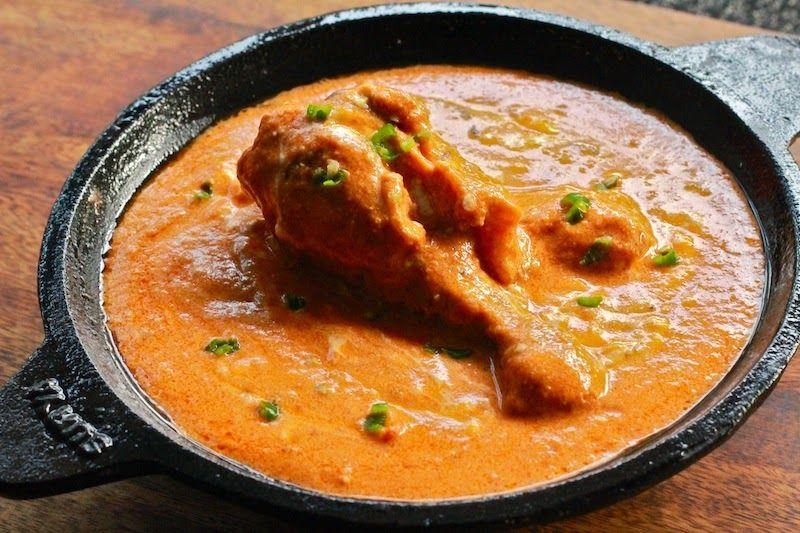 Shahi Butter Chicken. Ayam tanpa tulang yang dimasak dengan mentega dan saus medium