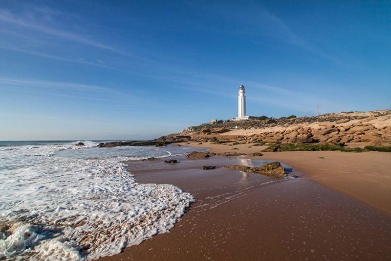 Пляж у на мысе Трафальгар в Андалусии