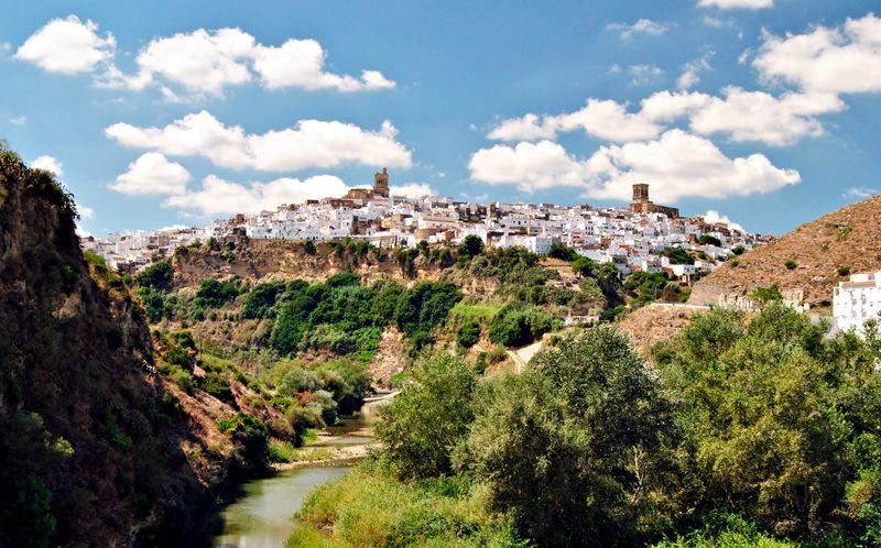 Arcos de la Frontera, un pueblo blanco andaluz sobre las rocas