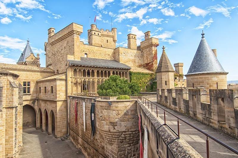 Castillos y Fortalezas de España Olite-castle-with-a-sky-of-clouds-in-navarra-spain