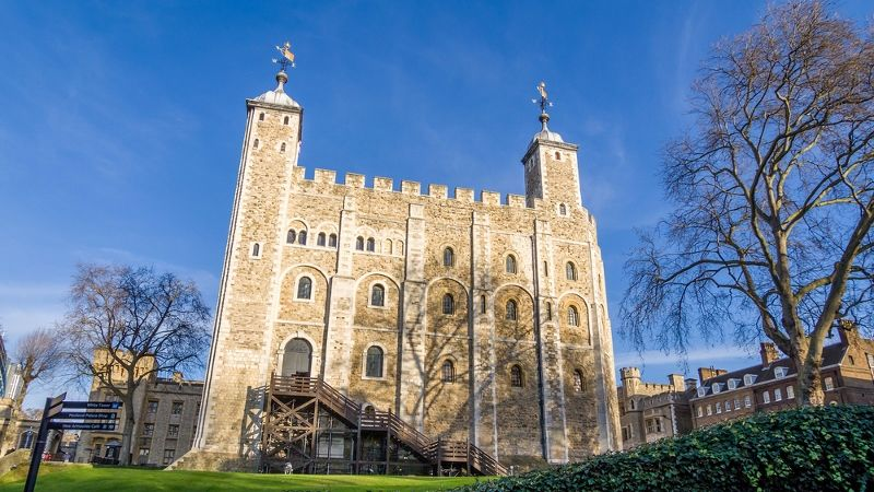 menara-white-tower-london-inggris-skyscanner-indonesia