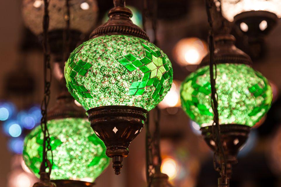 Зеленые фонарики на турецком базаре