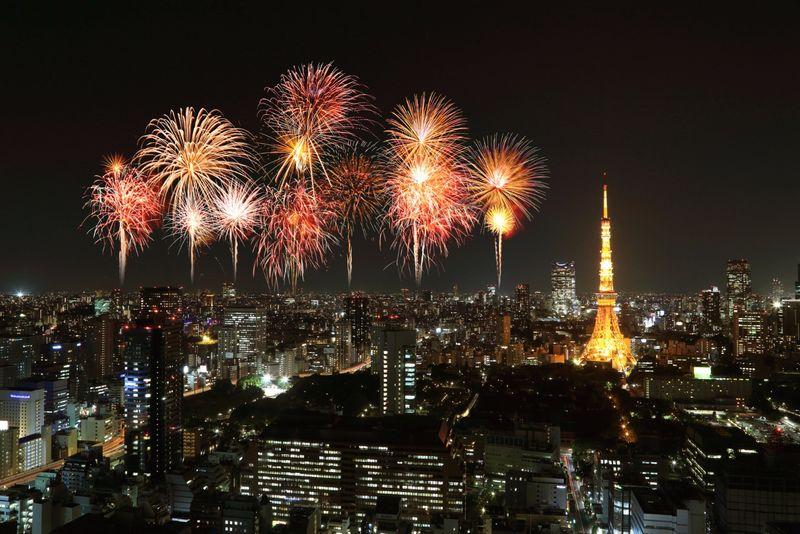 fuegos artificiales de fin de año en tokio